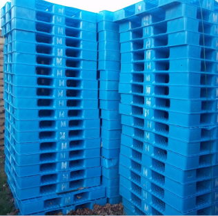 Used Stackable Plastic Pallets